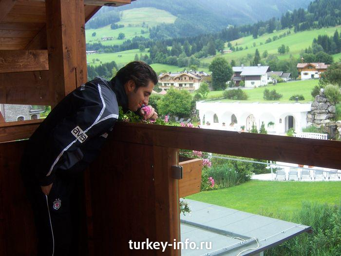 arda smells flowers in austria